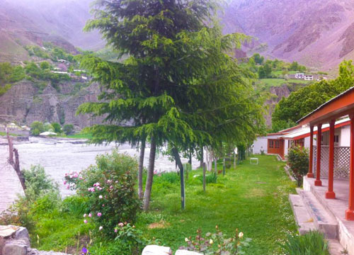 Pamir River Side Inn Chitral